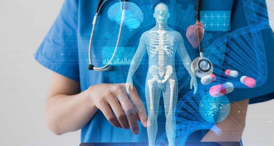 γυναίκα γιατρός που μπροστά της προβάλλεται ψηφιακά ανθρώπινος σκελετός & ελικα του dna