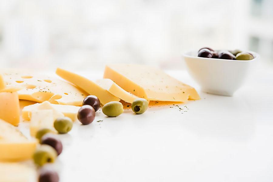 Τυρί και ελιές