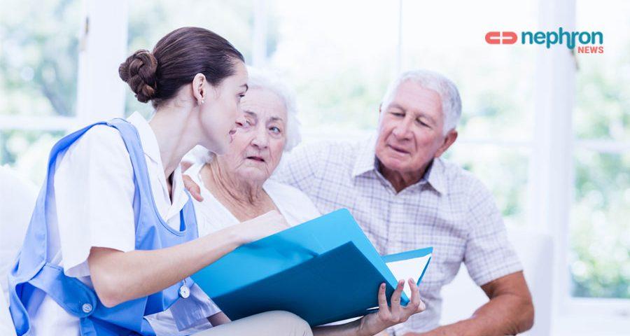 νοσηλευτρια φροντιζει ηλικιωμενο ζευγαρι κατ' οικον