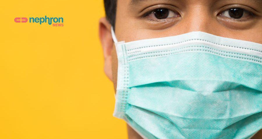 αγόρι με μάσκα σε κίτρινο φόντο