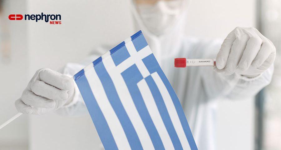 γιατρός κρατάει ελληνική σημαια