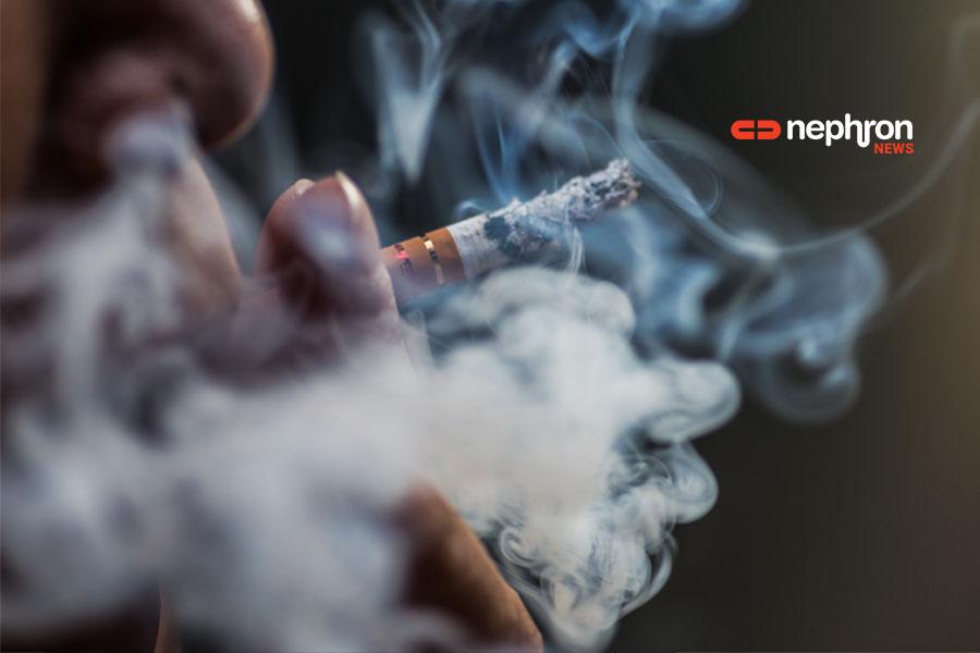 χερι κρατάει τσιγάρο