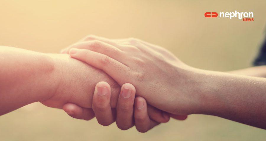 χέρια που κρατίονται μεταξύ τους
