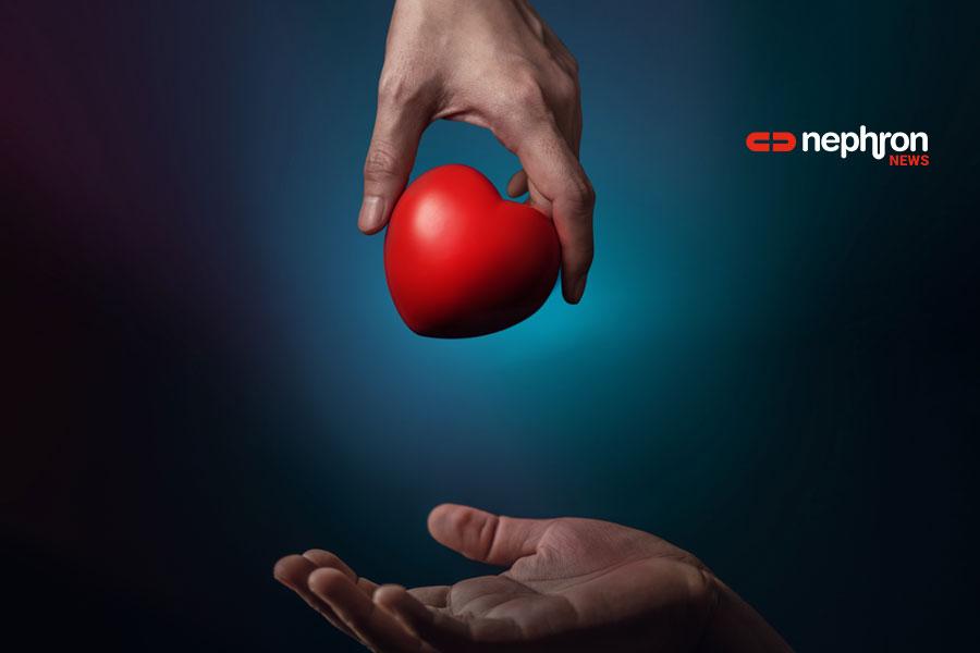 χέρι με κόκκινη καρδιά